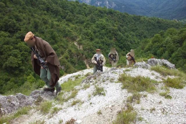 Kit/Loadout Taliban / Pashtun / CIA CAG / Insurgente Whatsa21