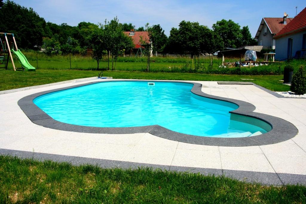 changement des margelles après rénovation de la terrasse autour de ma piscine Dpp00010