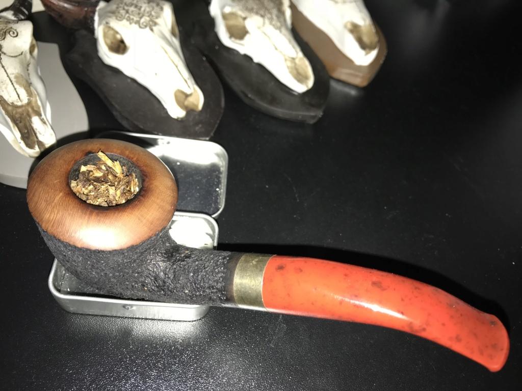 """L'inspecteur mène l'enquête ! indice""""1/10"""" du tabac dans sa pipe. 67fc0f10"""