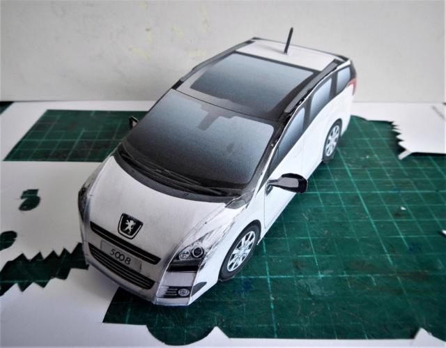 Montage de voitures en papier par Glénans  Dscn1216