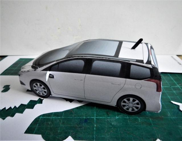 Montage de voitures en papier par Glénans  Dscn1217