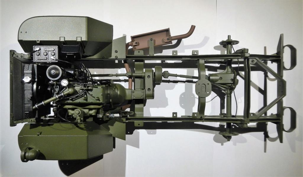 """099) """"Jeep Willys MB"""" et sa remorque au 1/8, proposée par les Ed. Hachette, montée par Glénans (Partie 1). Dscn7810"""