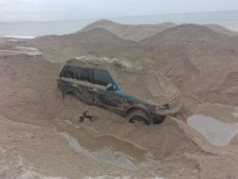 Κανάλι Πρέβεζας: Με επιτυχία ολοκληρώθηκε η ανάσυρση αυτοκινήτου που ήταν θαμμένο στην άμμο 215