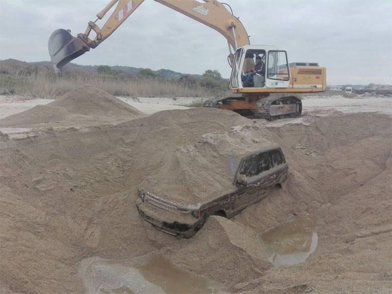 Κανάλι Πρέβεζας: Με επιτυχία ολοκληρώθηκε η ανάσυρση αυτοκινήτου που ήταν θαμμένο στην άμμο 314