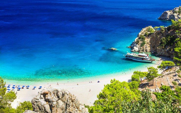 Το ελληνικό νησί που εκθειάζει βρετανική τουριστική ιστοσελίδα Shutte12