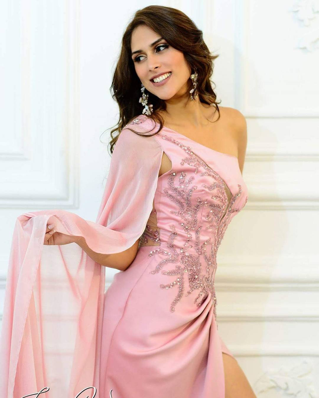 melody calderon, candidata a miss peru universo 2019/primera finalista reyna mundial banano 2018. 22710411