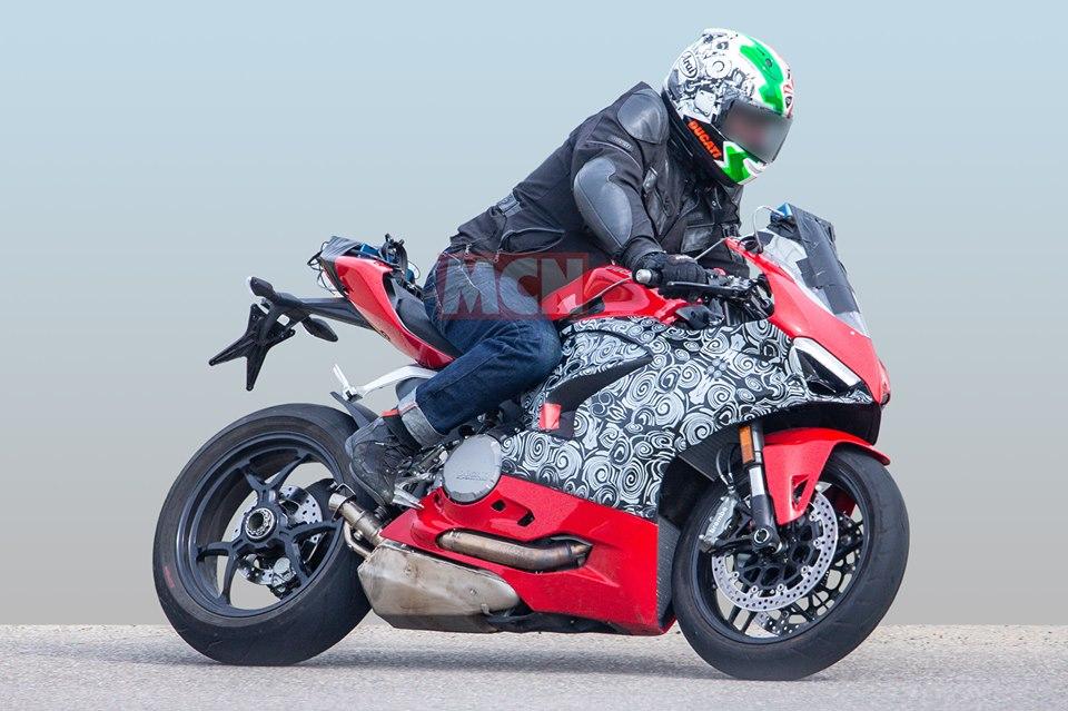 """Une nouvelle Ducati Panigale """" Mid-Size"""" ? 60659410"""