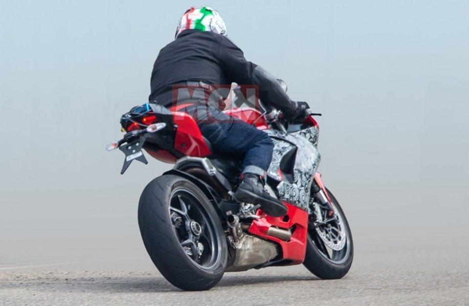 """Une nouvelle Ducati Panigale """" Mid-Size"""" ? 61520910"""