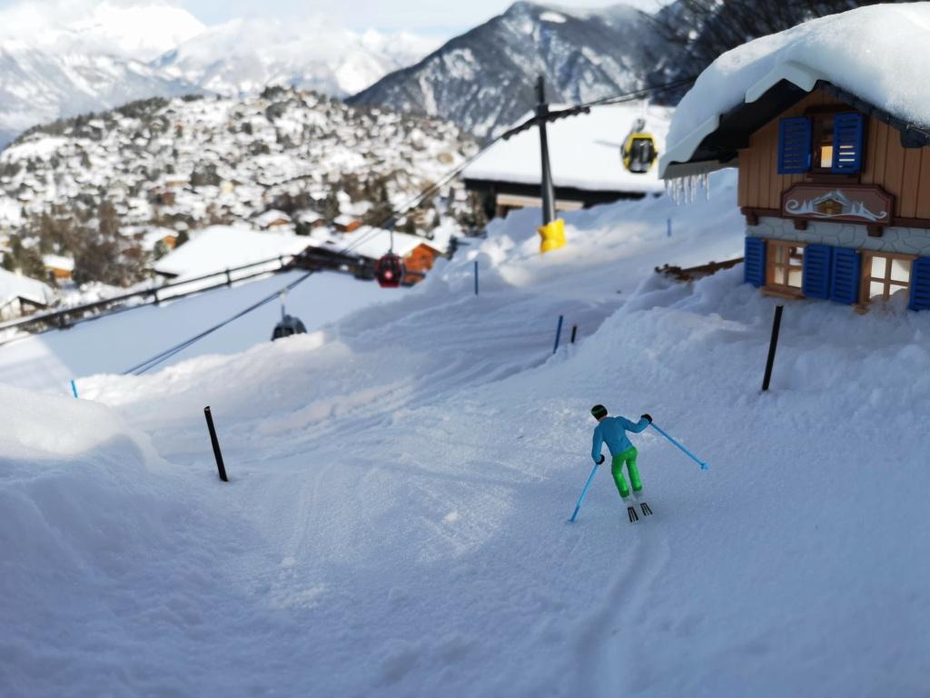 Station de ski miniature en Suisse - Page 5 Img_2012
