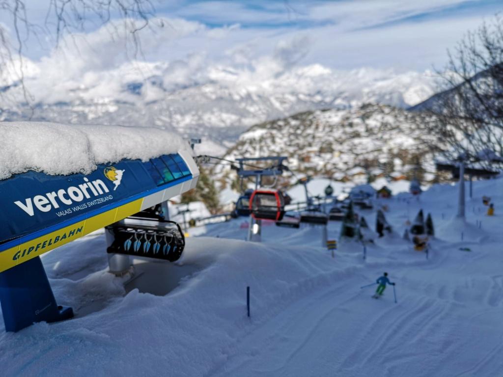 Station de ski miniature en Suisse - Page 5 Img_2013