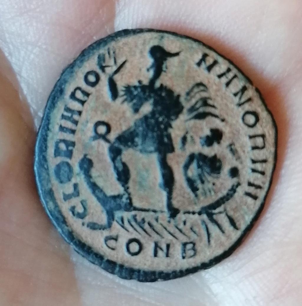 AE2 o Maiorina de Graciano. GLORIA ROMANORVM. Emperador en barca. Constantinopla Img_2035