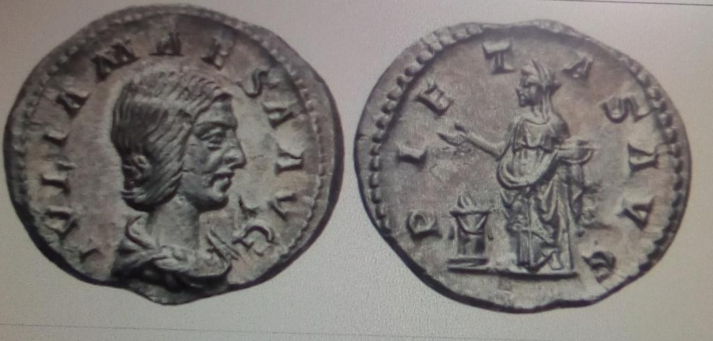 Denario de Julia Maesa. PIETAS AVG. Pietas efectuando sacrificio. Roma. Img_2057