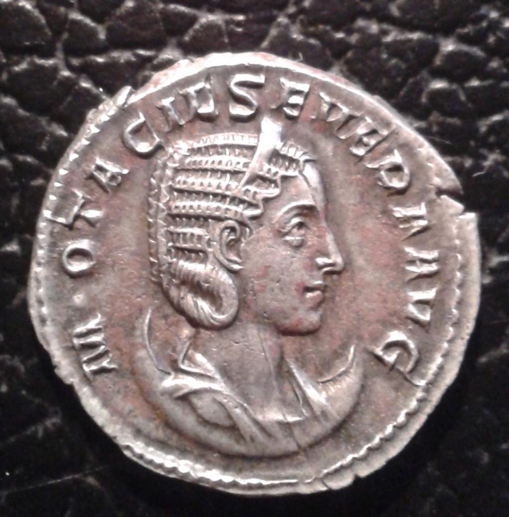 Antoniniano de Otacilia Severa. CONCORDIA AVGG. Concordia sedente a izq. Roma. Img_2077