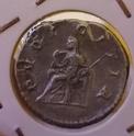 Denario de Julia Maesa. PIETAS AVG. Pietas efectuando sacrificio. Roma. Img_2074