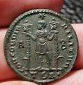 Maiorina de Vetranión. CONCORDIA MILITVM. Emperador con lábaros. Tesalónica Img_2082