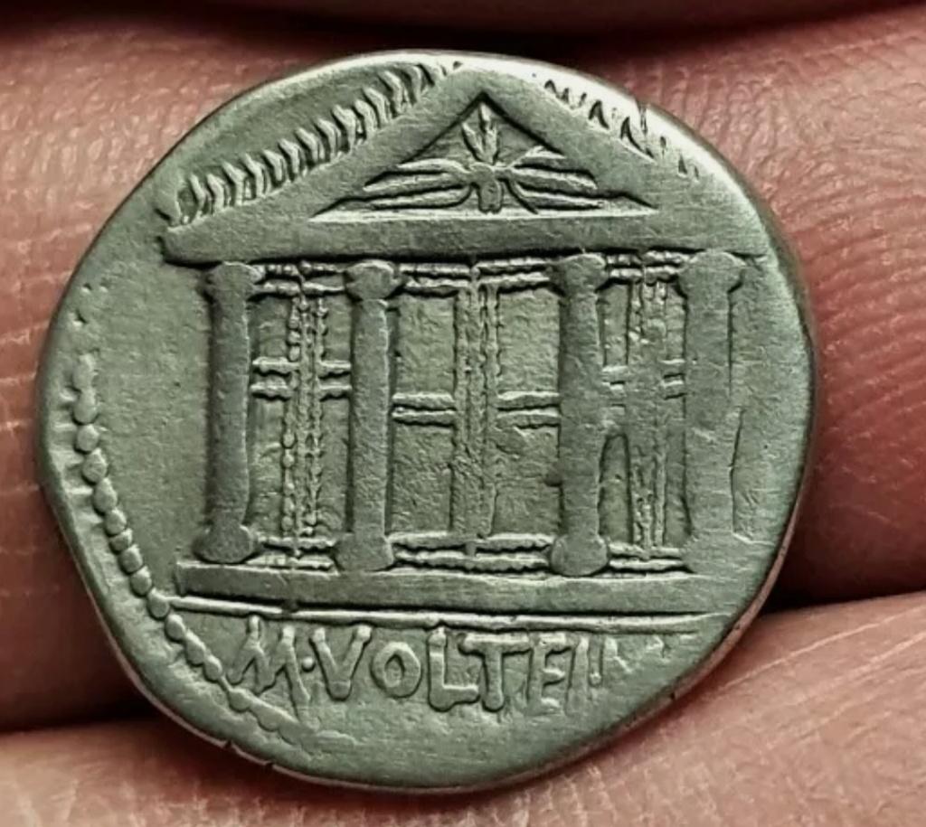 Denario de la gens Volteia. M. VOLTEI. M. F. Templo tetrástilo de Júpiter Capitolino Roma. Img_2024