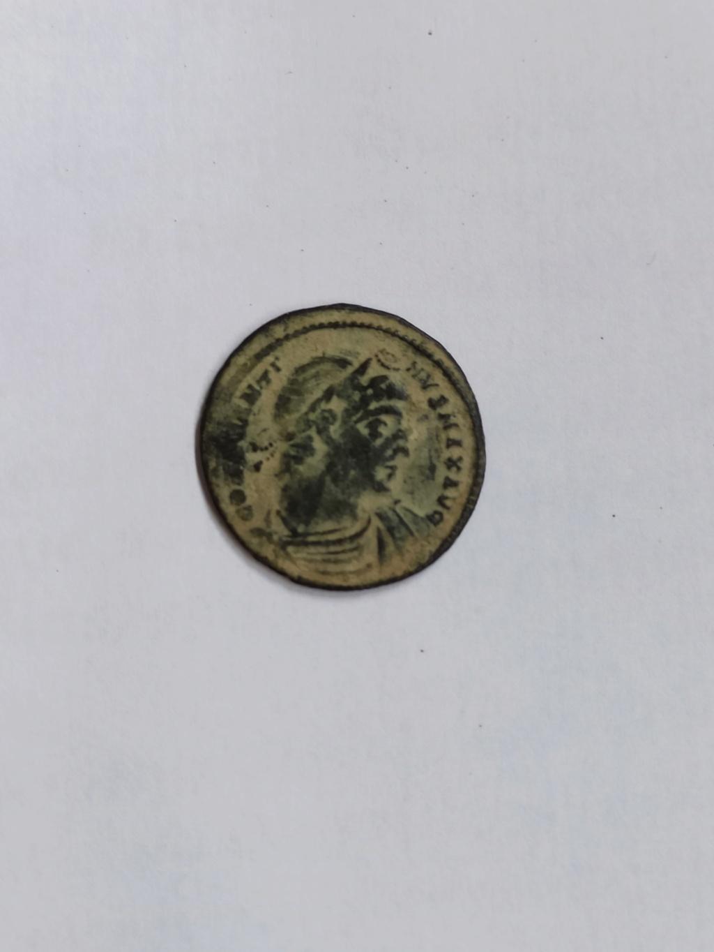 AE3 de Constantino I. GLORIA EXERCINTVS. Soldados entre 1 estandarte. Constantinopla Img_2051