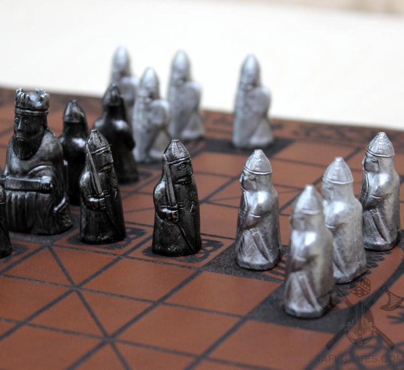 Шахматные фигуры с острова Льюис Img_8611