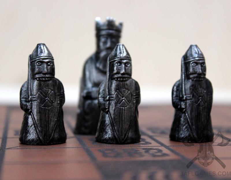 Шахматные фигуры с острова Льюис Img_8710