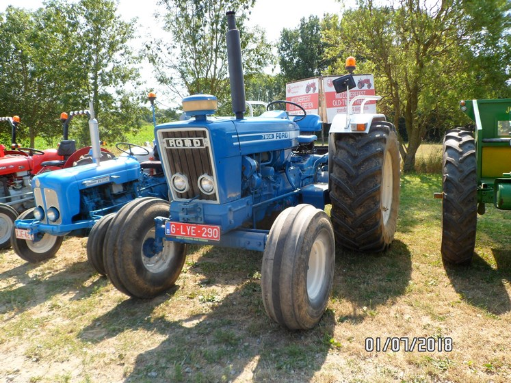 """* """"Les Tracteurs anciens (agricole)"""" - Page 2 Sam_4734"""