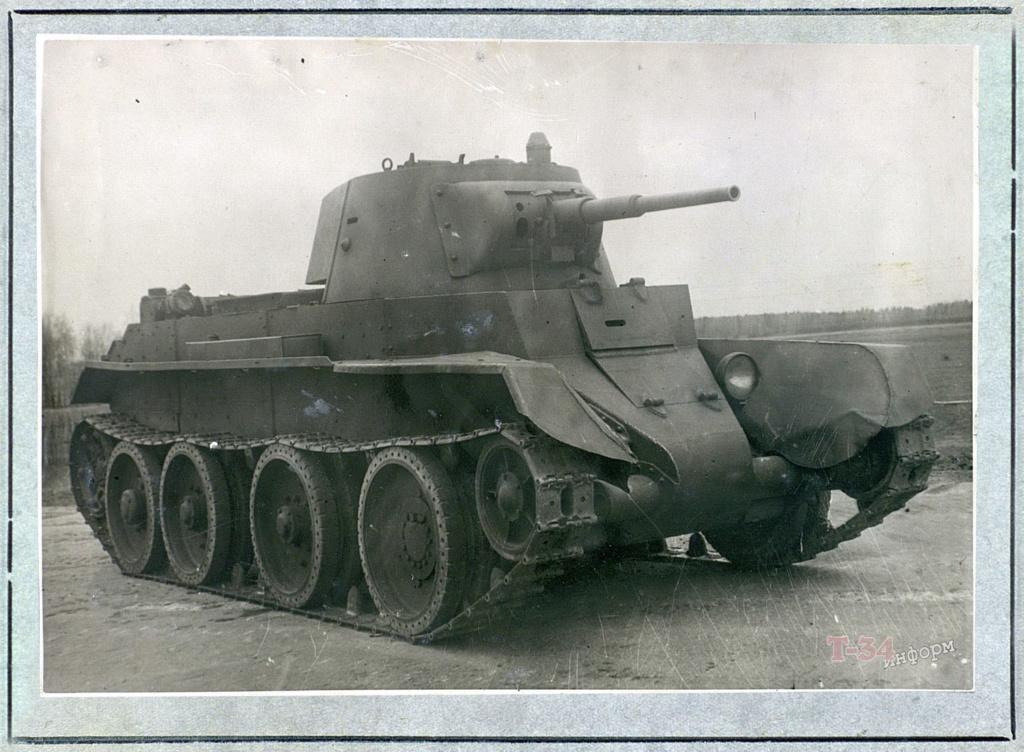 БТ-7М (А-8) - лёгкий колесно-гусеничный танк. 00-yak25