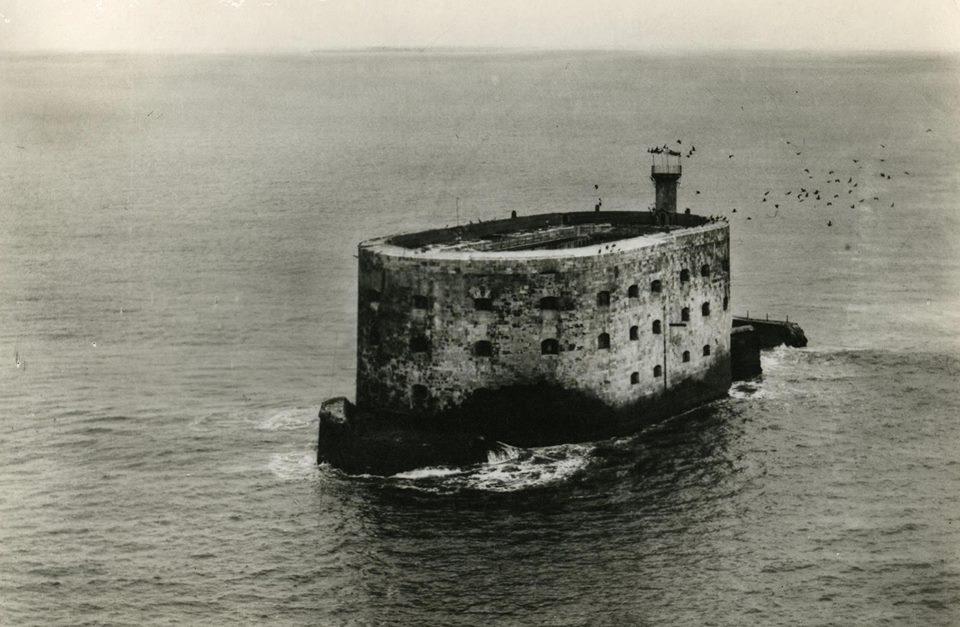 Photos anciennes du Fort Boyard - Page 2 23316410
