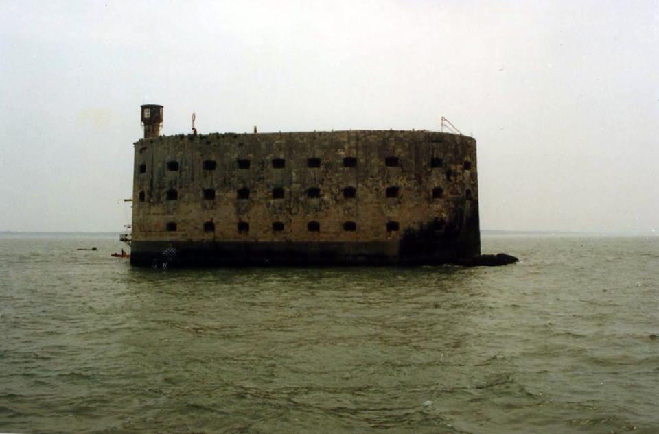 Photos anciennes du Fort Boyard - Page 2 49203210