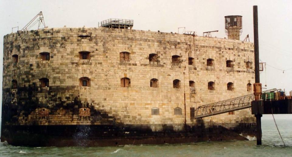 Photos anciennes du Fort Boyard - Page 2 50276710