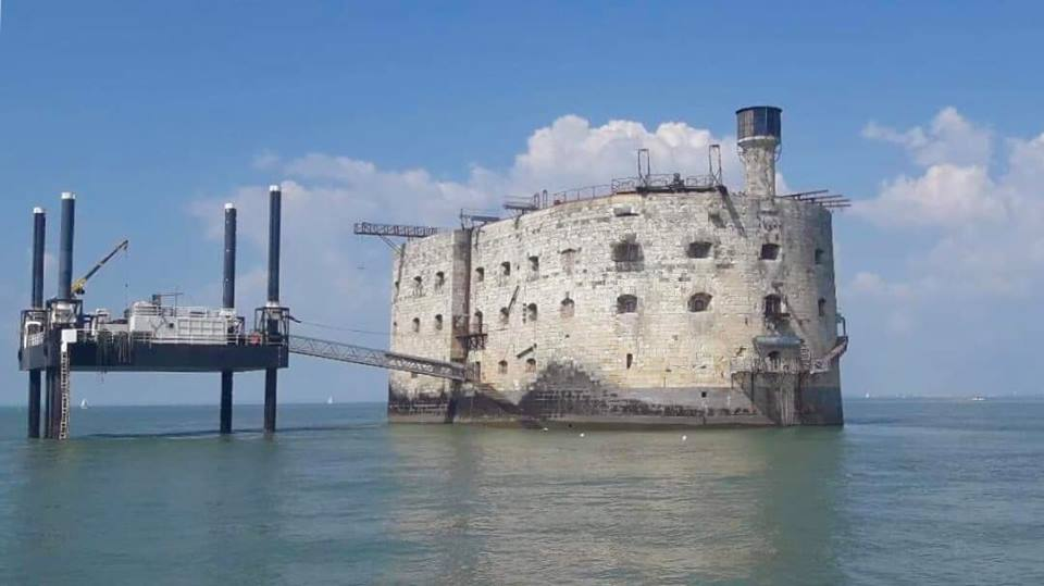 Photos divers de Fort Boyard 2019 (internautes + hors production) - Page 6 57378610