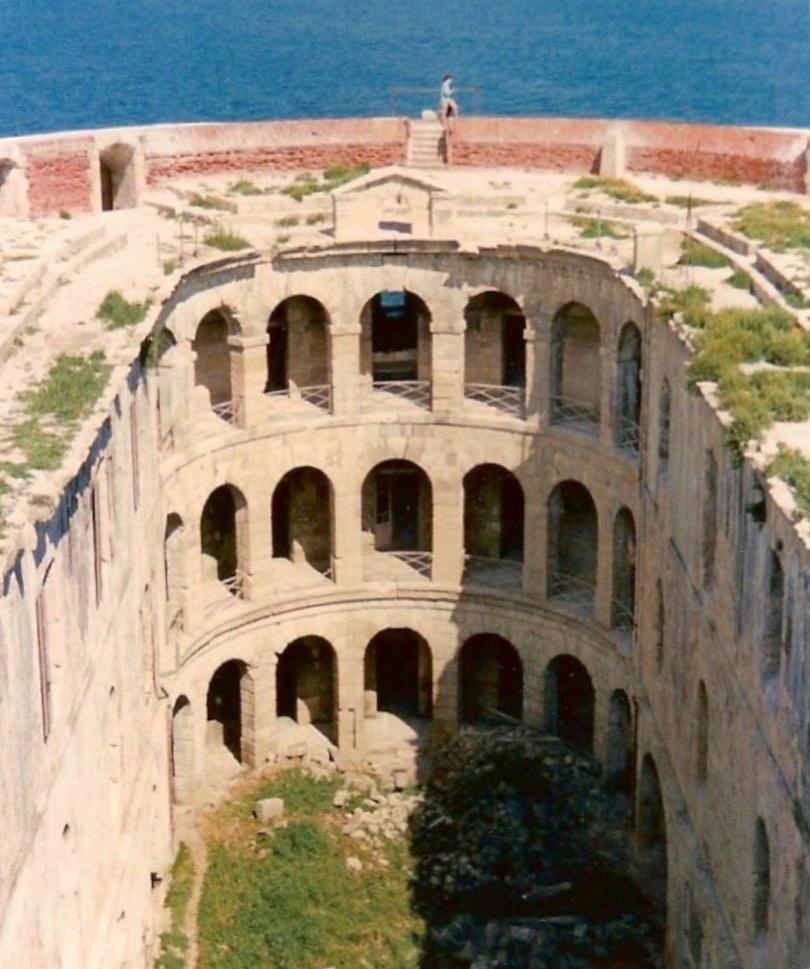 Photos anciennes du Fort Boyard - Page 3 60655610