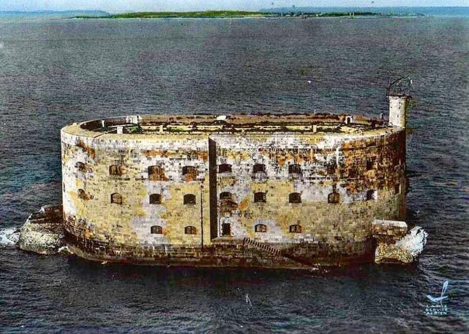 Photos anciennes du Fort Boyard - Page 3 61715610