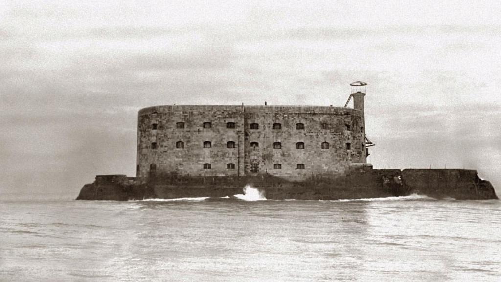 Photos anciennes du Fort Boyard - Page 3 64882510