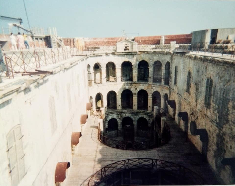 Photos anciennes du Fort Boyard - Page 3 67754510