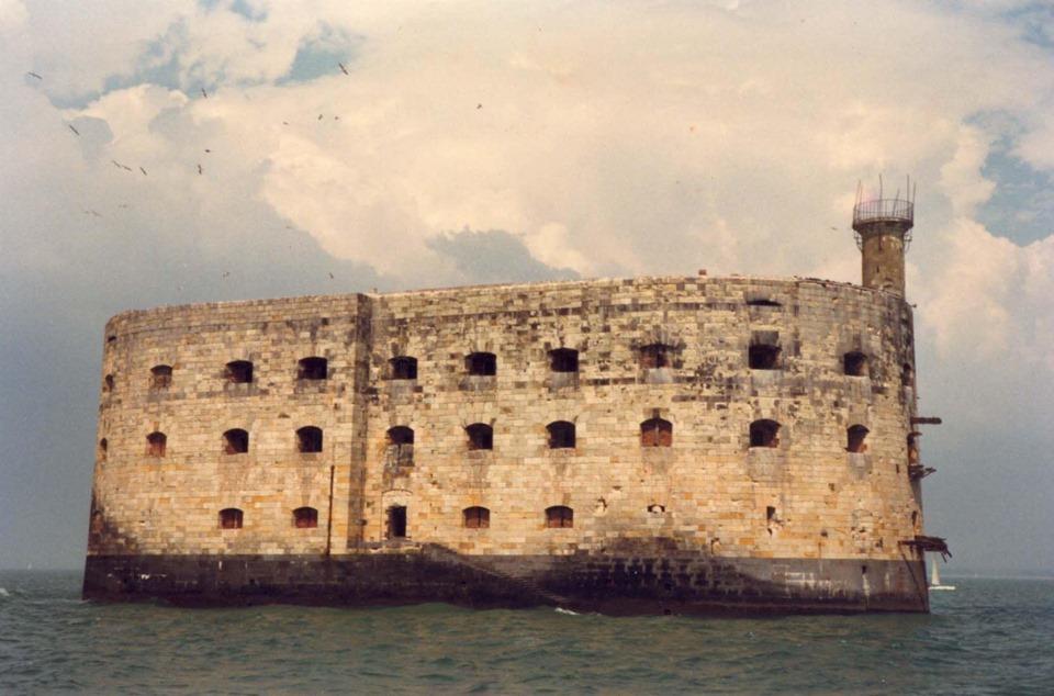 Photos anciennes du Fort Boyard - Page 3 68727310