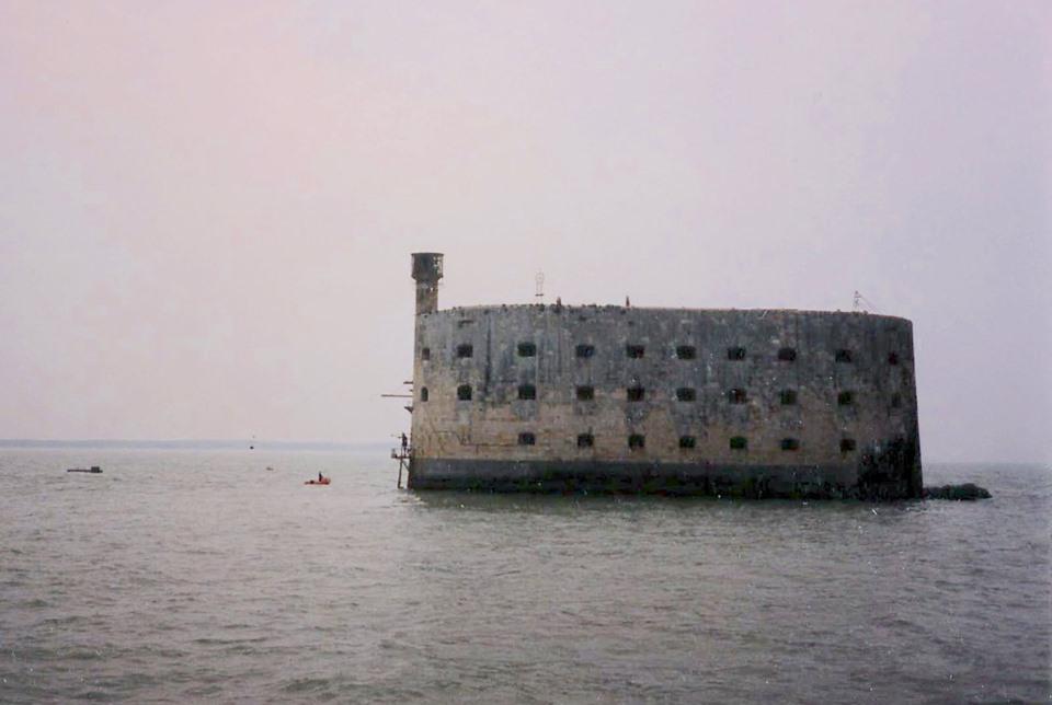 Photos anciennes du Fort Boyard - Page 3 71371410