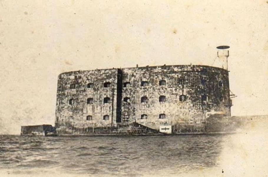 Photos anciennes du Fort Boyard - Page 3 74784110