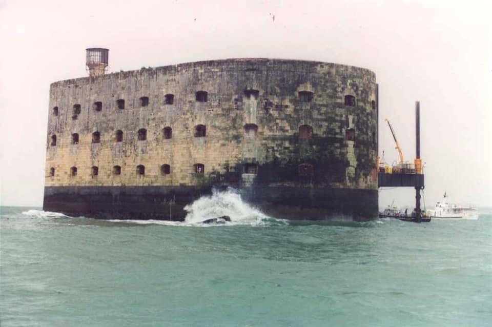 Photos anciennes du Fort Boyard - Page 3 88434810