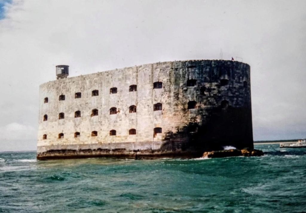 Photos anciennes du Fort Boyard - Page 3 89676610