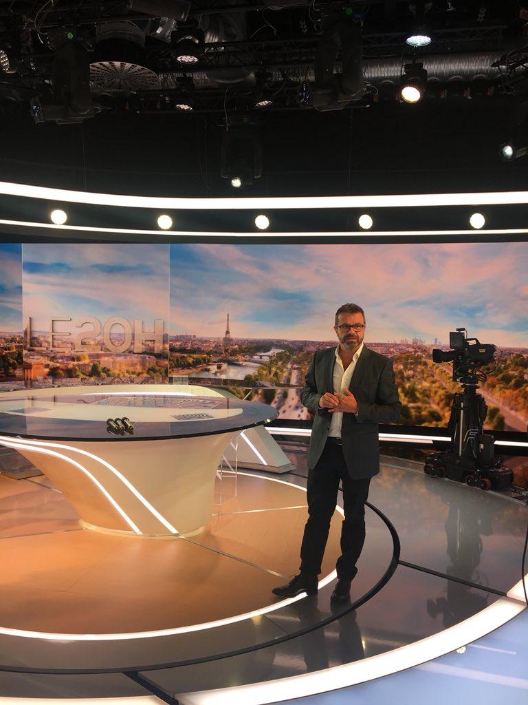 Nouveau plateau du JT de TF1 - 27 août 2018 Dlxhb810
