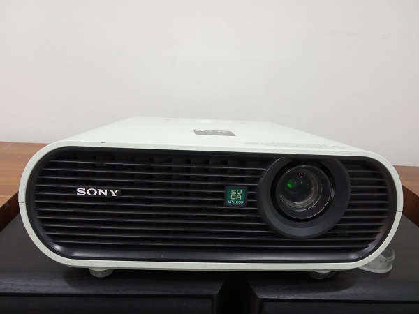 Sony VPL-ES5 Projector  SVGA Conference Room Projector Img_2041
