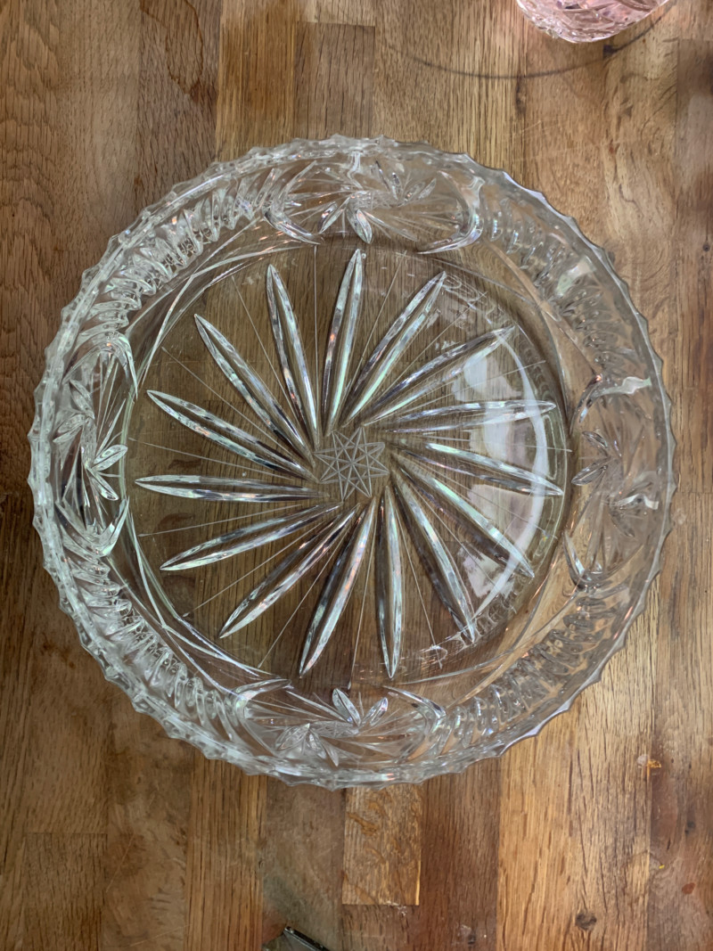 Can anybody identify this pattern on a large round crystal bowl 15465611