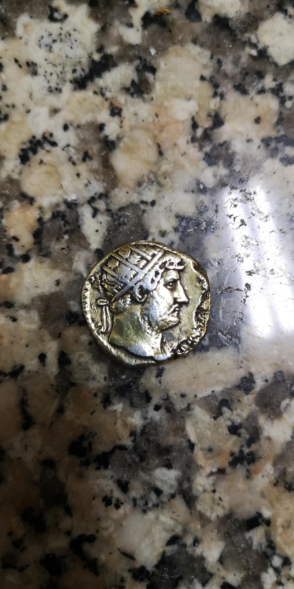 Dupondio o denario de Adriano. Reproducción fantasía Img_2015