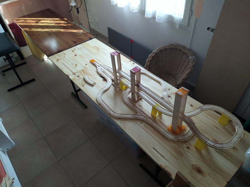 Loco « électrique » en 3D pour le train en bois BRIO - Page 2 16062310