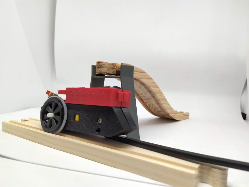 Loco « électrique » en 3D pour le train en bois BRIO - Page 2 16068411