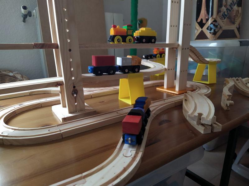 Loco « électrique » en 3D pour le train en bois BRIO - Page 2 Img_2011
