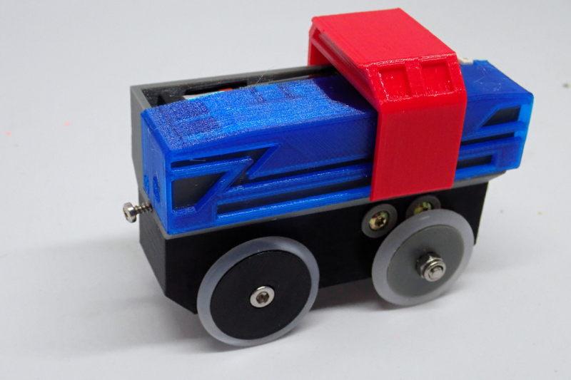 Loco « électrique » en 3D pour le train en bois BRIO - Page 5 Pc232112