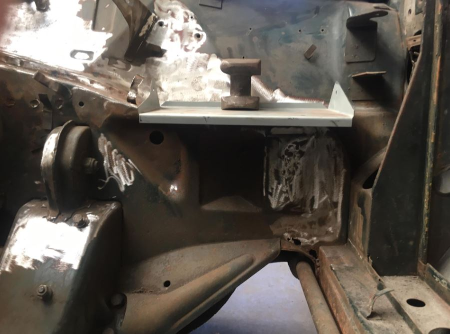 1750 GT Veloce USA - Emplacement Batterie  Img310