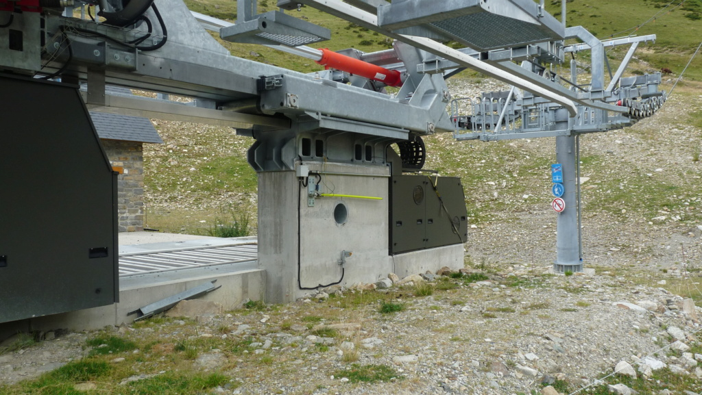 Télésiège fixe 4 places (TSF4) Sapins, la Mongie - LST P1080821