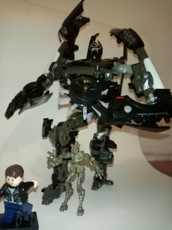 Vos montages photos Transformers ― Vos Batailles/Guerres | Humoristiques | Vos modes Stealth Force | etc - Page 16 Img_2032