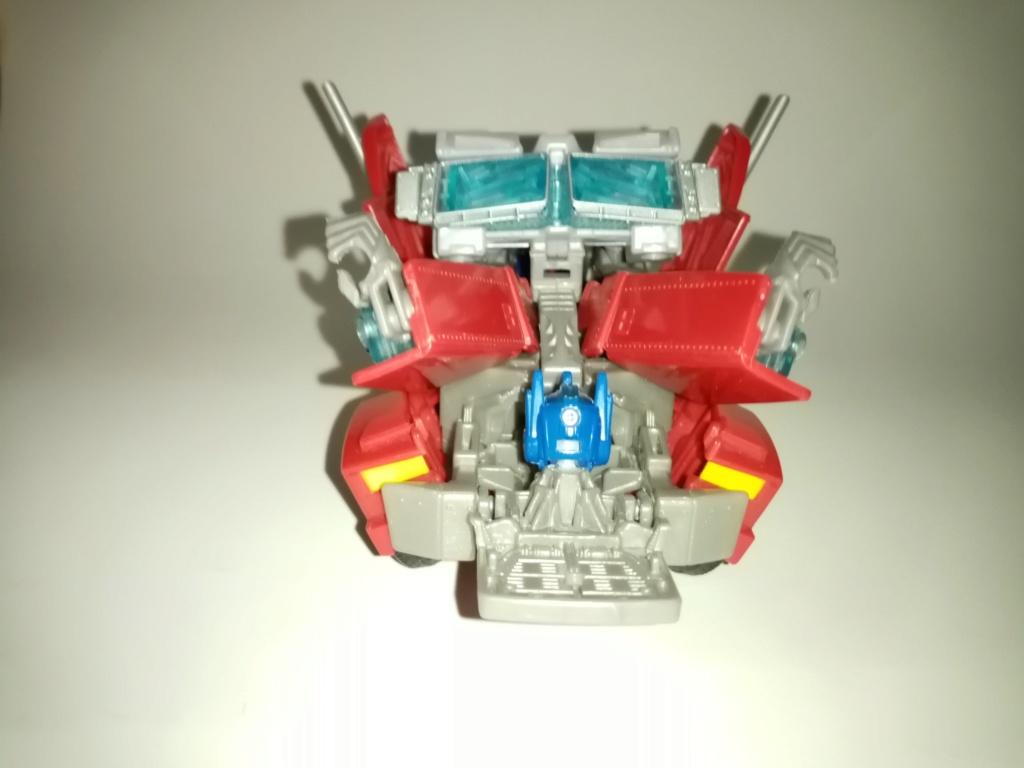 Vos montages photos Transformers ― Vos Batailles/Guerres | Humoristiques | Vos modes Stealth Force | etc - Page 16 Img_2040